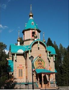 Деревянный храм из сруба